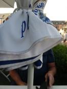 Heiligenhafen uiteten achter een parasol